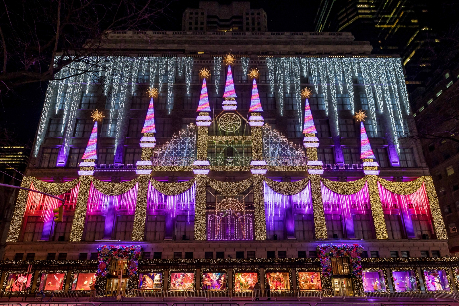 delights lighting. New York, NY- Over 500,000 Pedestrians During The Holiday Season Stopped And Gazed At Iconic Façade Of Saks Fifth Avenue To Watch Light Show Created Delights Lighting R